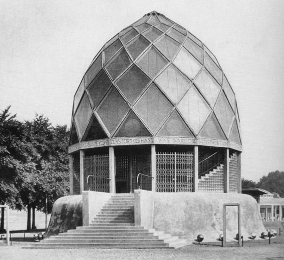 taut_glass_pavilion_exterior_1914